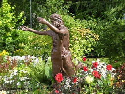 """Passeggiare e meditare nei """"Biblical Garden"""""""